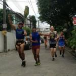 Кадр: Саймон Маркус с Буакавом Банчамеком на пробежке