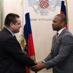 Рой Джонс-младший получил паспорт гражданина РФ