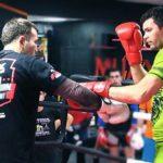 Чемпион мира по тайскому боксу Артем Левин обучил горожан коронному приему